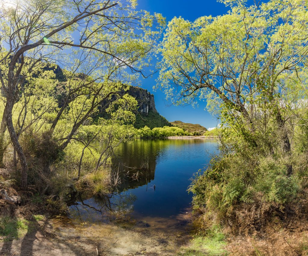 diamond-lake-in-the-mt-aspiring-national-park-near-BHRPJDS_resize