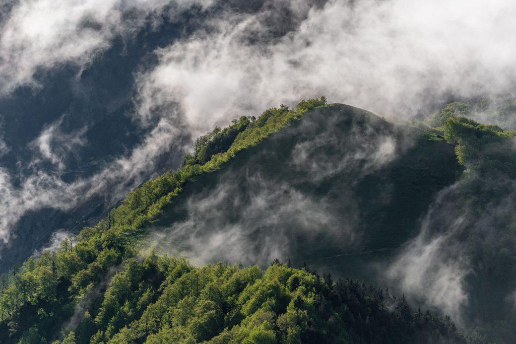 fog-rolling-over-hills-at-sunrise-YYMDETQ_resize