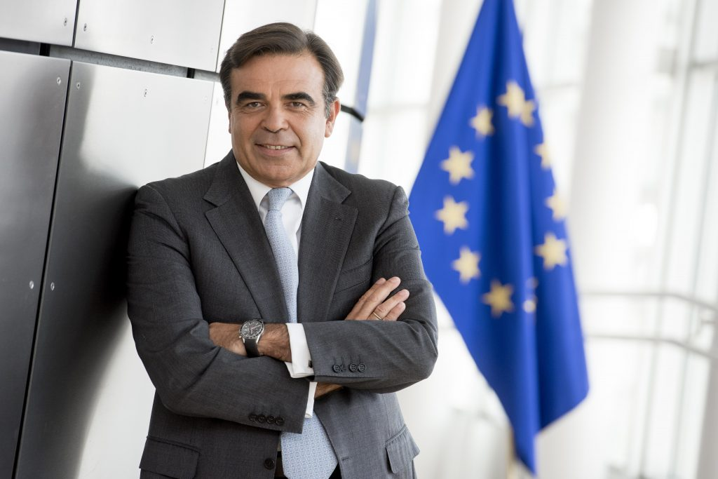 Official portrait of Margaritis Schinas