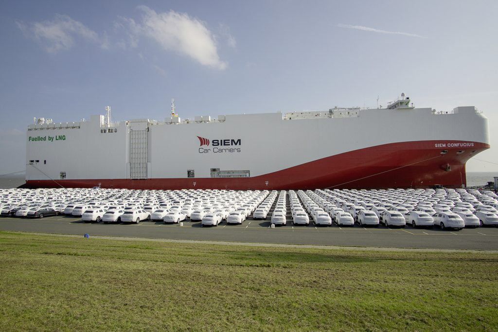 First overseas car freighter with low-emission LNG propulsion in