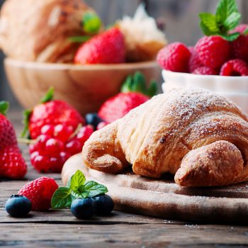 fresh-croissant-with-mix-of-berry-DCFE5EK