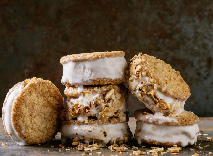 ice-cream-sandwiches-in-cookies-P8S8YN9