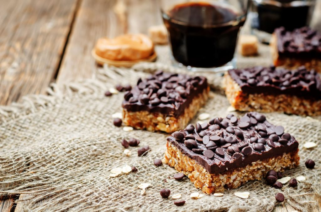 raw-vegan-dates-oats-peanut-butter-bars-with-choco-PZ7X2RP