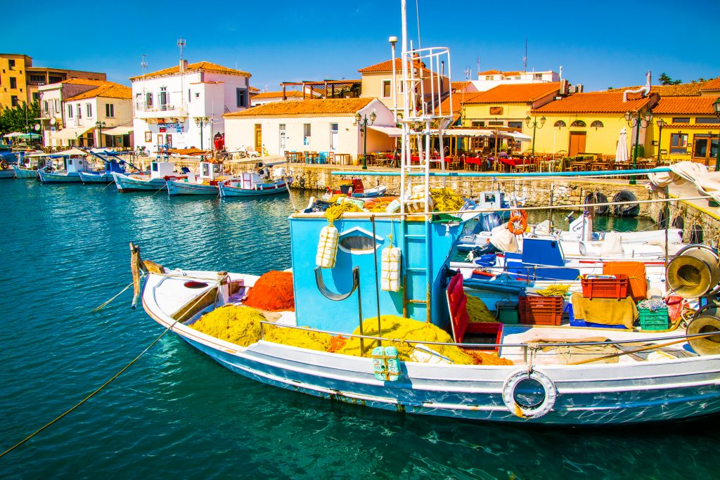 fishing-boats-in-the-harbour-of-mirina-city-in-gre-7H8WTXB