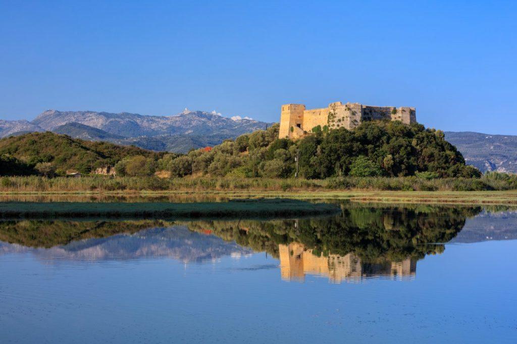 castle-of-grivas-kastro-griva-in-lefkada-greece-PYF5P9U