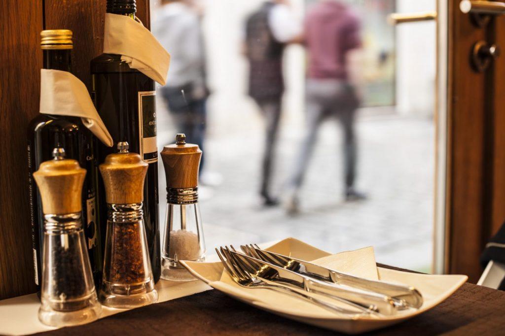restaurant-PKZURVY