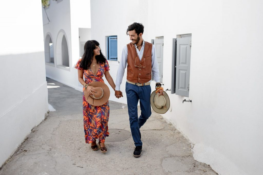couple-enjoying-the-honeymoon-in-santorini-greece-RF6N5X3