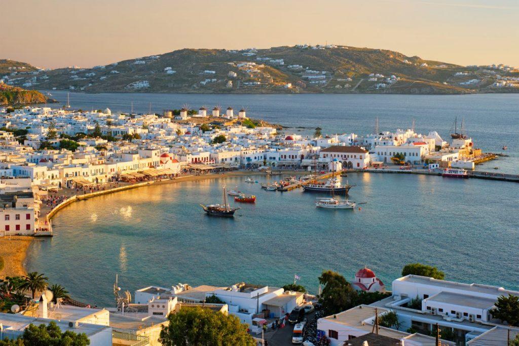 mykonos-island-port-with-boats-cyclades-islands-gr-4RHLX6M