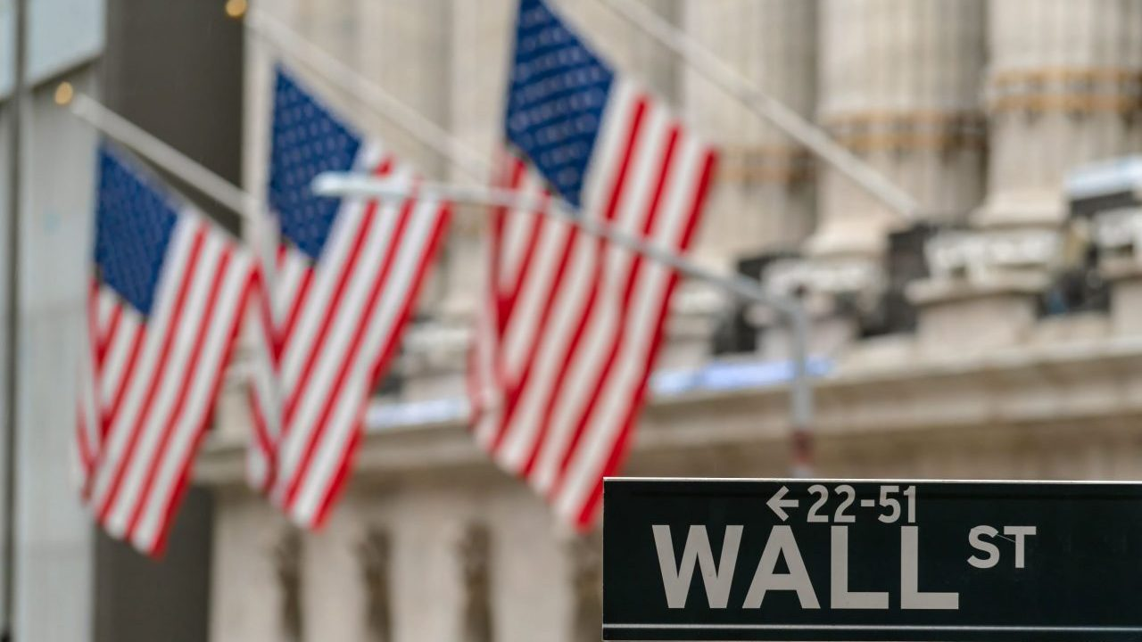 wall-street-wall-st-sign-and-broadway-street-over--LBTTCA7