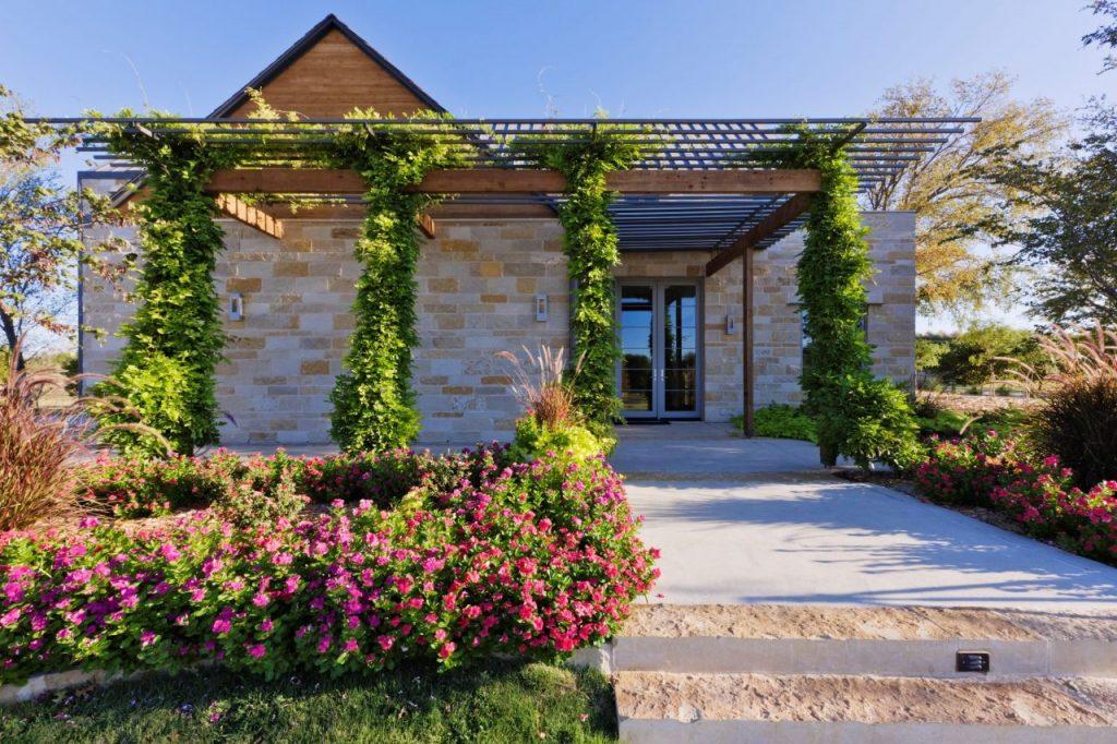 energy-efficient-home-exterior-9UECN9E
