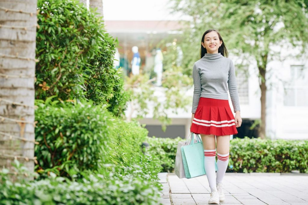 girl-walking-with-shopping-bags-N5SGUME