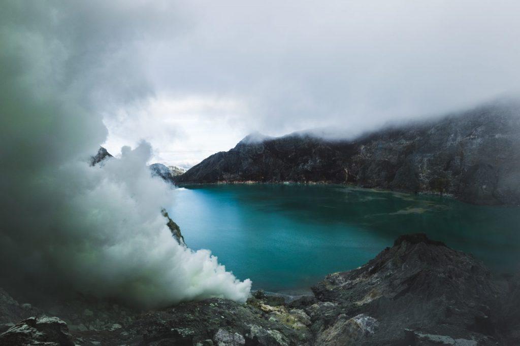 dangerous-trip-inside-ijen-volcano-crater-J6ZJ5WW