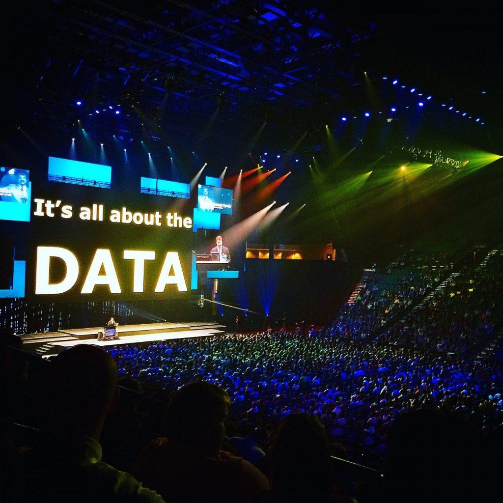 data-love-8VFTQQ2