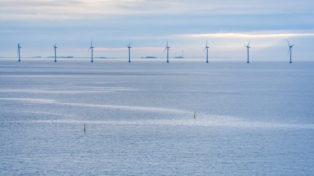 panorama-of-baltic-sea-with-offshore-wind-farm-PVJD9XZ